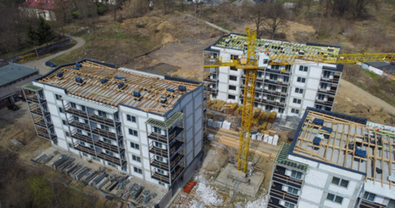 Buying apartments in bulk by a Scandinavian fund.  How do such operations affect prices?