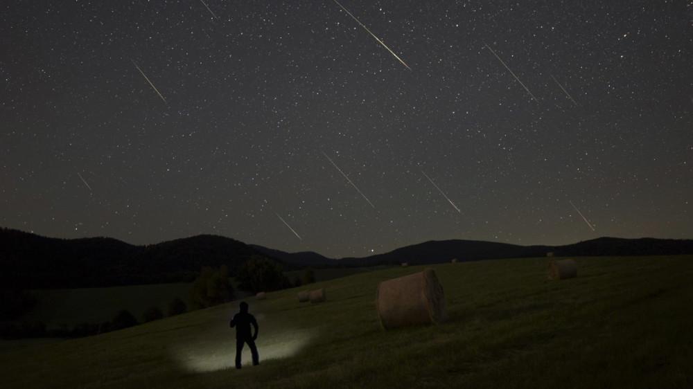 starry night  Where do you see the phenomenon?