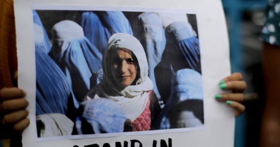 Znana dziennikarka i prezenterka afgańskiej telewizji publicznej RTA Szabnam Dawran poinformowała w wideo zamieszczonym w sieci, że po przejęciu kontroli nad krajem przez talibów nie pozwolono jej wrócić do pracy. Zaapelowała o pomoc.