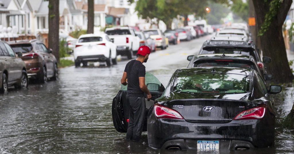 USA: Henry Hit New York.  Flooded roads and canceled flights [GALERIA]