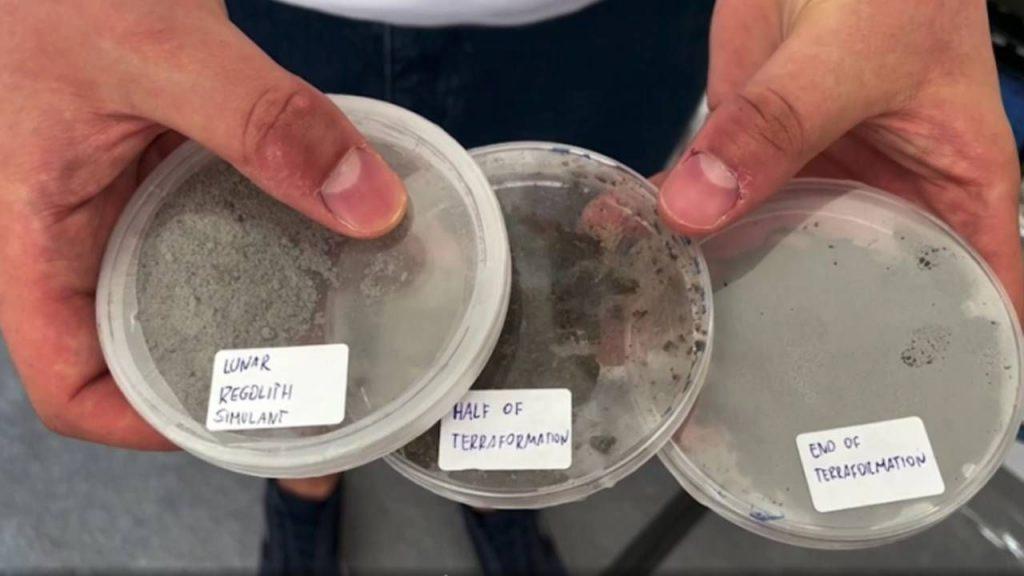 Studentom pomógł symulant gleby księżycowej (fot. PW/ Space Innovation)