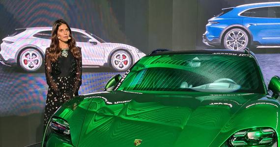 Veronica Rosati and Porsche Taycan Cross Turismo