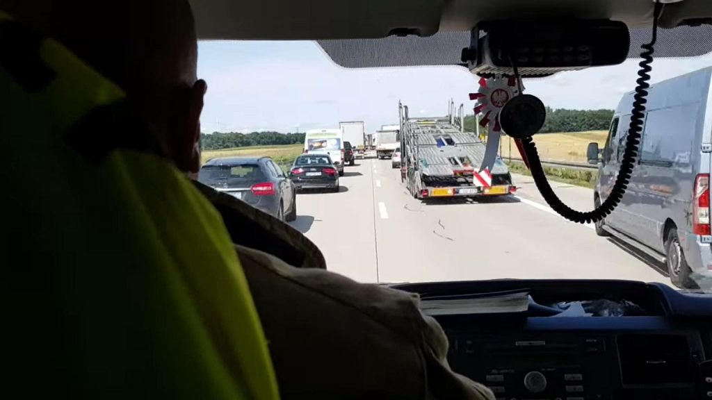 Accident on A4.  OSP publishes a movie and warns that the corridor of life does not have to be like this [WIDEO]