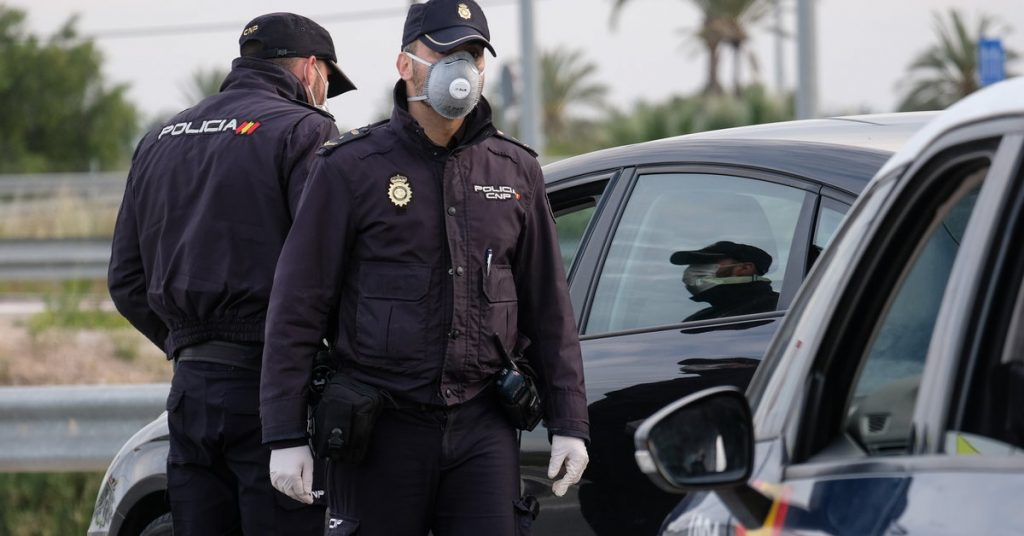 Spain: clash in Mallorca.  More than 500 tourists fought the police