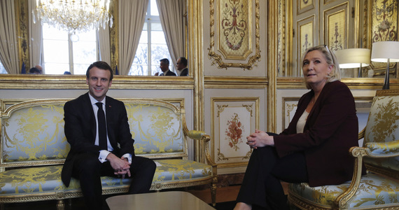 Poll: Macron and Le Pen will meet in the second round.  Macron is driving