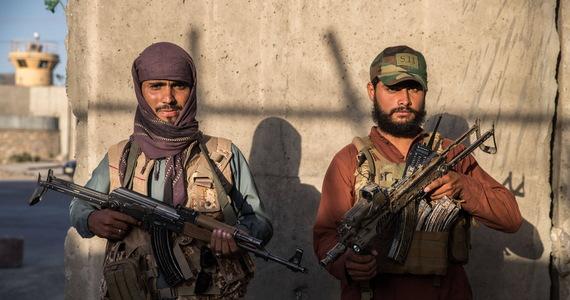 Dolina Pandższiru, broniona przez mudżahedinów z Narodowego Frontu Oporu Afganistanu (NRF), pozostaje jedynym miejscem w Afganistanie, w którym talibowie nie sprawują władzy. Z prowincji napływają doniesienia o chaosie, okrucieństwach talibów i pogarszających się warunkach życia mieszkańców - poinformowała telewizja Al-Dżazira.