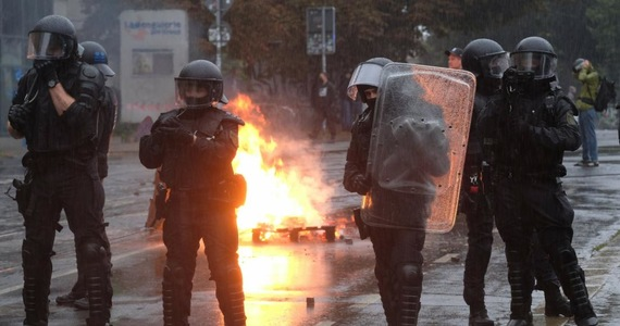 Germany: Barriers burning in Leipzig.  Demonstration in defense of an extremist left