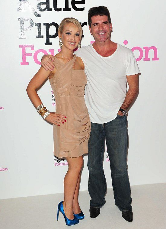 In the opening, Katie received support from Simon Cowell, known from Idol and Got Talent.