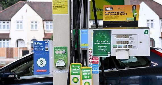 """Plan brytyjskiego rządu mający zaradzić kryzysowi z zaopatrzeniem stacji paliw w benzynę zakłada użycie do jej transportu wojska - informuje """"The Guardian"""". Propozycja ma być dyskutowana przez członków gabinetu premiera Borisa Johnsona już w poniedziałek."""