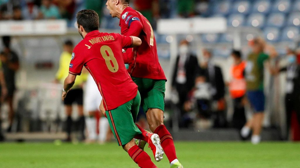 Cristiano Ronaldo and everything is clear!  Wonderful!  world record.  France and the Netherlands lose points in football