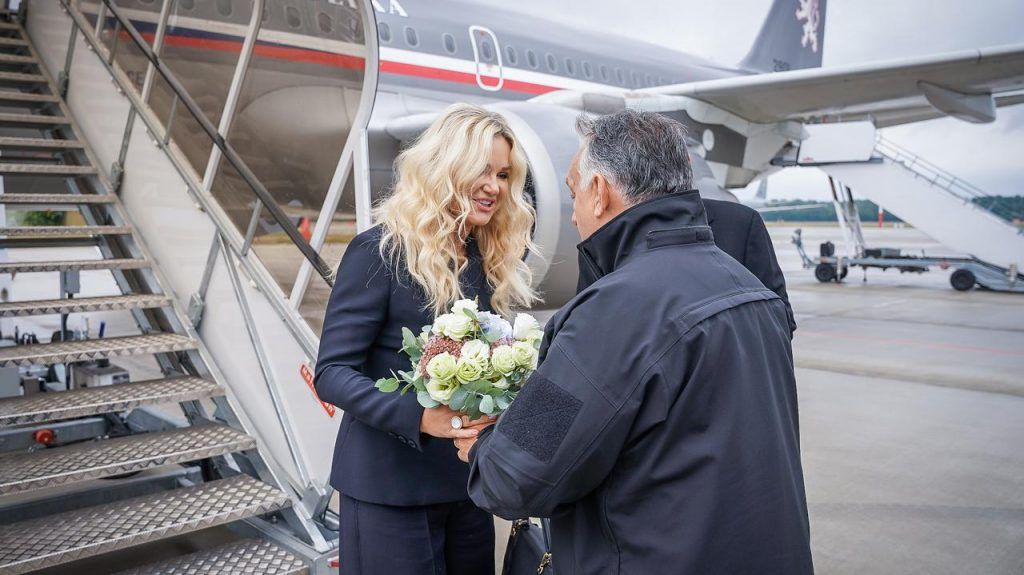 Czech Prime Minister Andrej Babisz visits Hungary.  At the airport, he was personally greeted by Viktor Urban