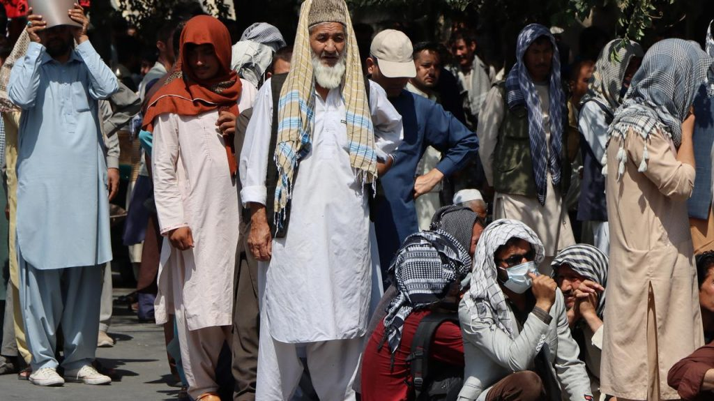 Food crisis in Afghanistan.  UN: Food stocks may run out in September
