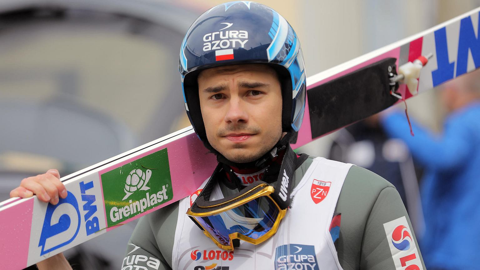 The entire podium for the Ski Jump Championships on Sunday from the Summer Grand Prix in Wisła is once again for white and red.  Just like on Saturday, Daoud Kobaki was in top position.  Kamel Stoch came in second and Peter Shea in third.  The competition at Beskidy was the only one in the summer competition.  Other tournament hosts have pulled out of their organization due to the pandemic.  This year there will be no tournament winner.