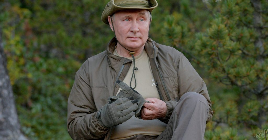 Vladimir Putin displays new holiday photos.  He left with General Sergei Shoigu
