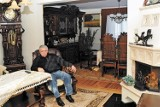 """Bailiff sells Andrzej Lepper's house. """"Carved furniture and lots of wood"""".  This is how the deceased politician lived.  How does it look?  Check"""