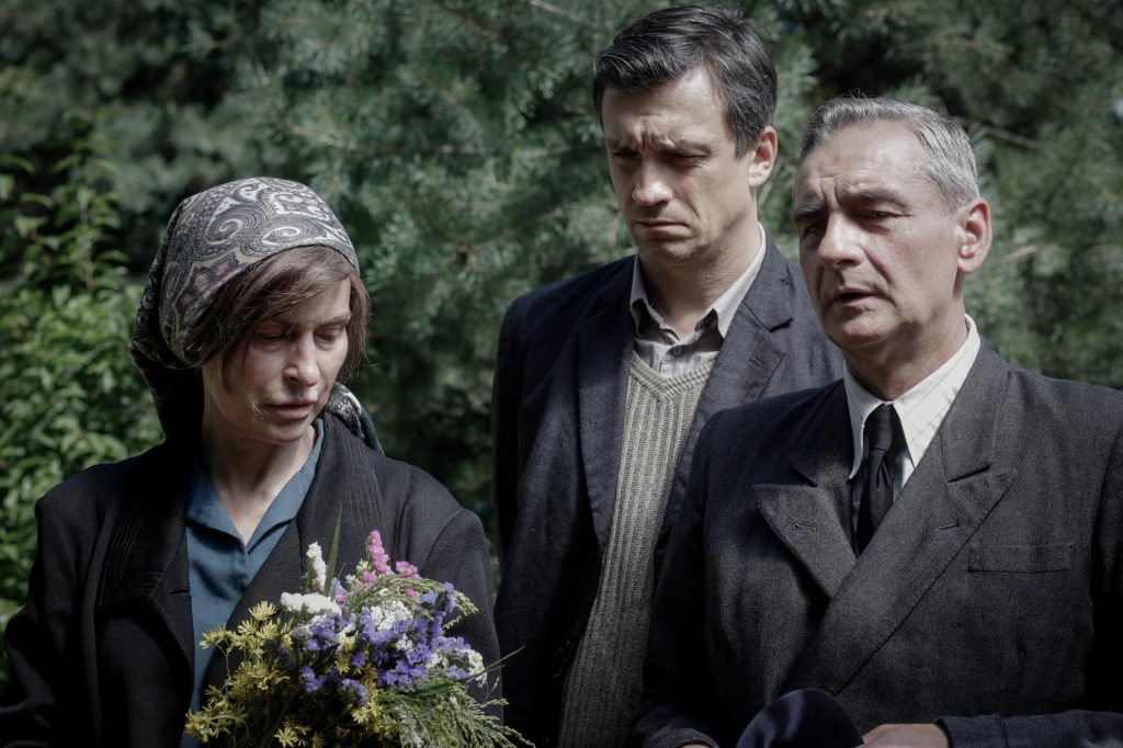 Wargirls 4, Episode 44: Erka's Funeral.  Desperate parents Jadwiga and Adam won't be able to bury her in the family grave - photos