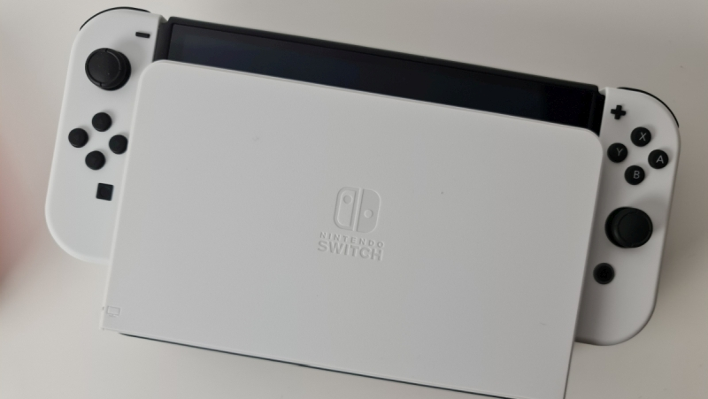 Nintendo Switch OLED - Review - Dock Controller