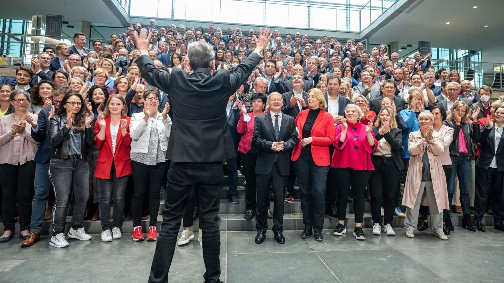 Germany.  More than one million euros in fines for SPD deputies.  All because of a group photo without masks |  News from the world