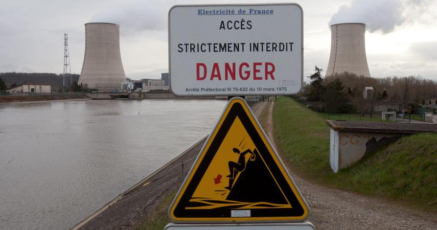 The French made an offer to the Polish government to build nuclear reactors